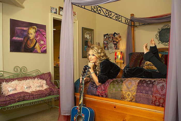 Taylor swift bedroom